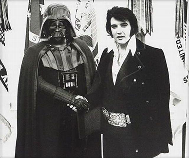 Darth Vader deja al Emperador, ficha con el Rey .