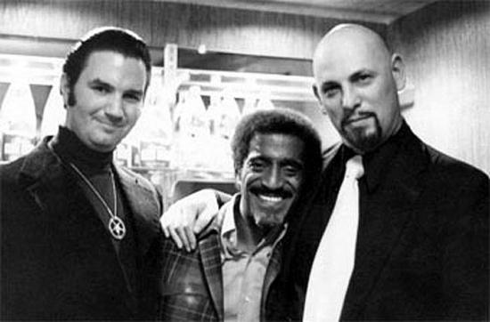 Michael Aquino, Sammy Davis Jr. y Anton Szandor LaVey